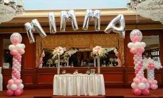 A Floating Affair balloon columns